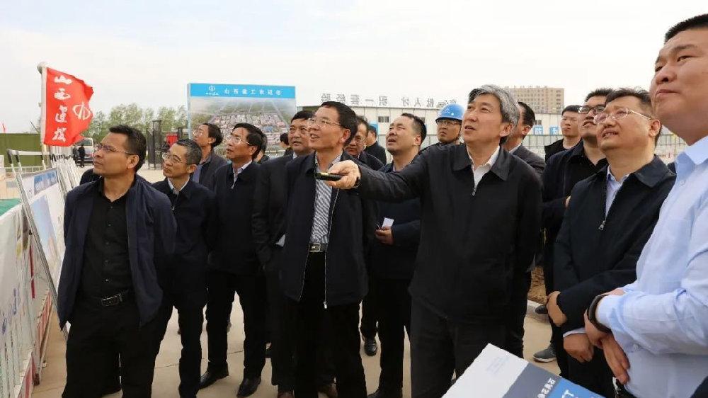 朱晓东在忻州师院新校区搬迁项目工地现场办公