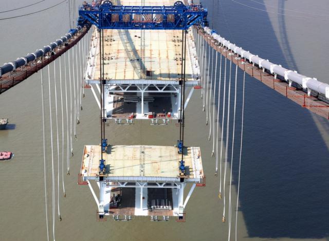 中国再度领跑各国!五峰山长江大桥通行,创造七项世界第一