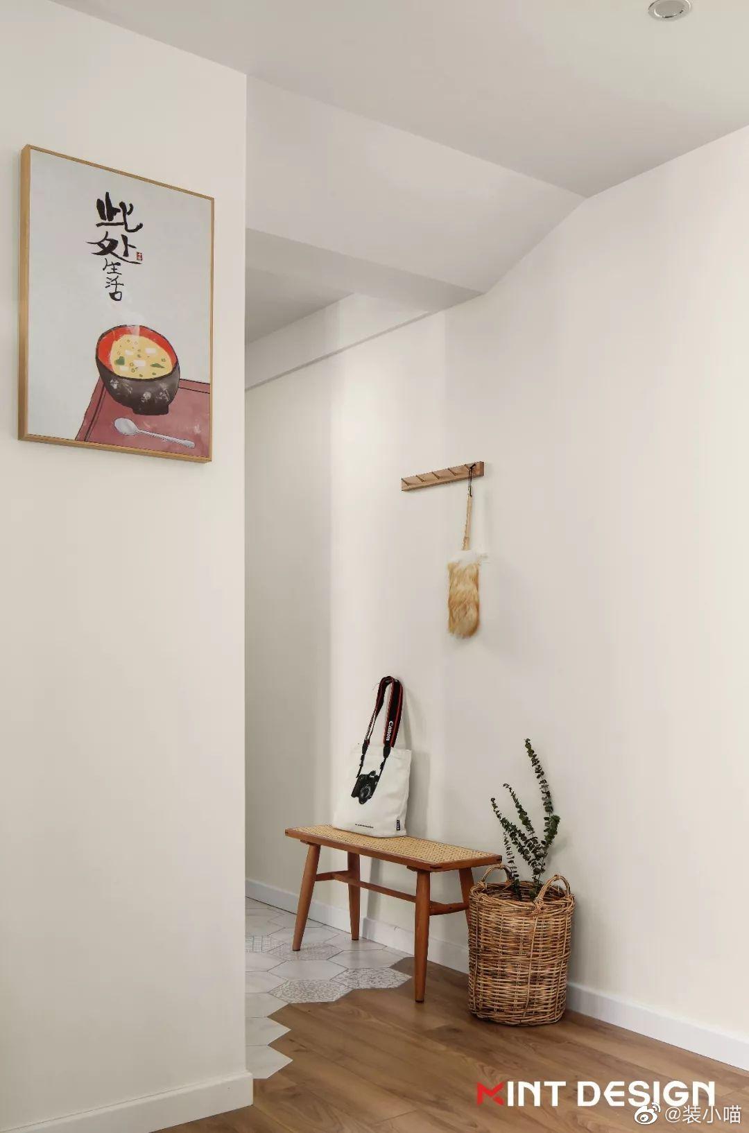 三代同堂的五口之家,以自然环保的原木材质为基调