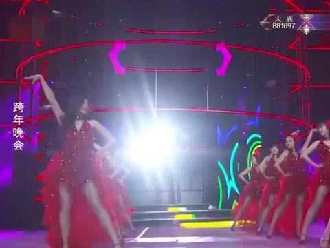 刘涛穿一身帅气西装,霸气演唱经典歌曲《心恋》!