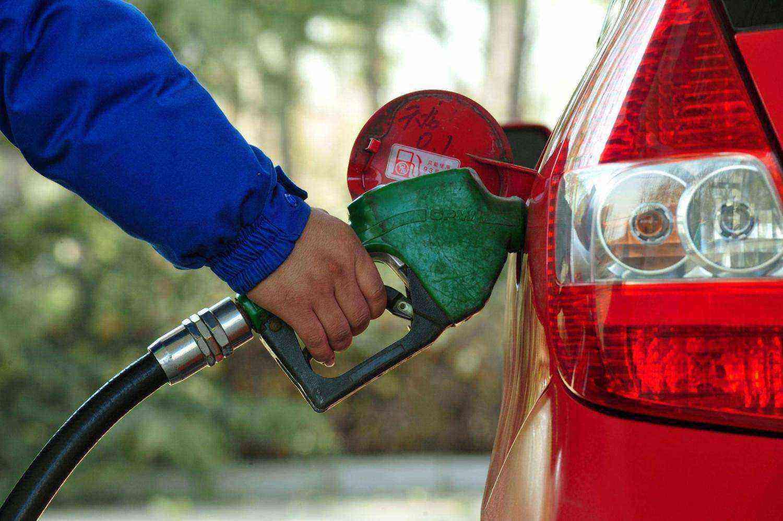 《【无极2手机客户端登录】国内油价格年内首次上涨 别紧张!实际一箱油就差一瓶饮料钱而已》