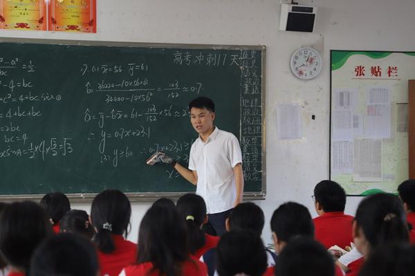 建水实验中学党员教师风采录 幸福并快乐着