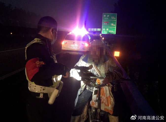 老人迷路上高速 河南高速交警深夜救助守护平安