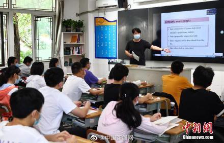 两部门:学科类培训教师需取得教师资格证