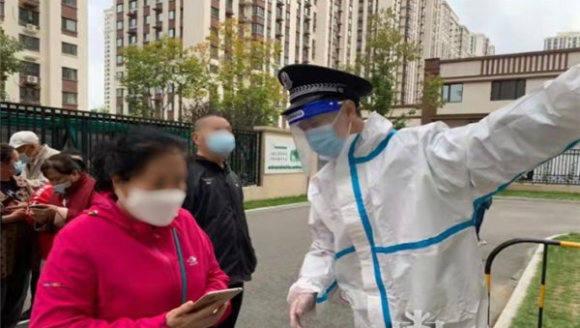 黑龙江省公安厅百余民警集结下沉社区战疫情