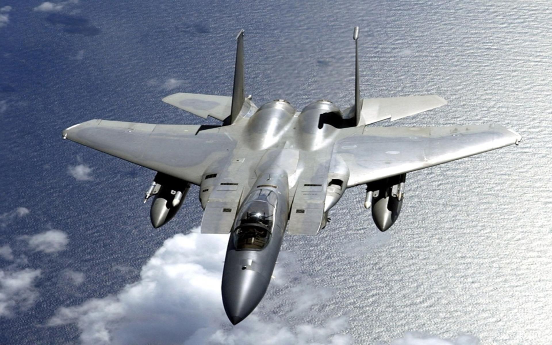 张召忠赞不绝口:5架美战机打不下1架,导弹都追不上,羡慕也没用
