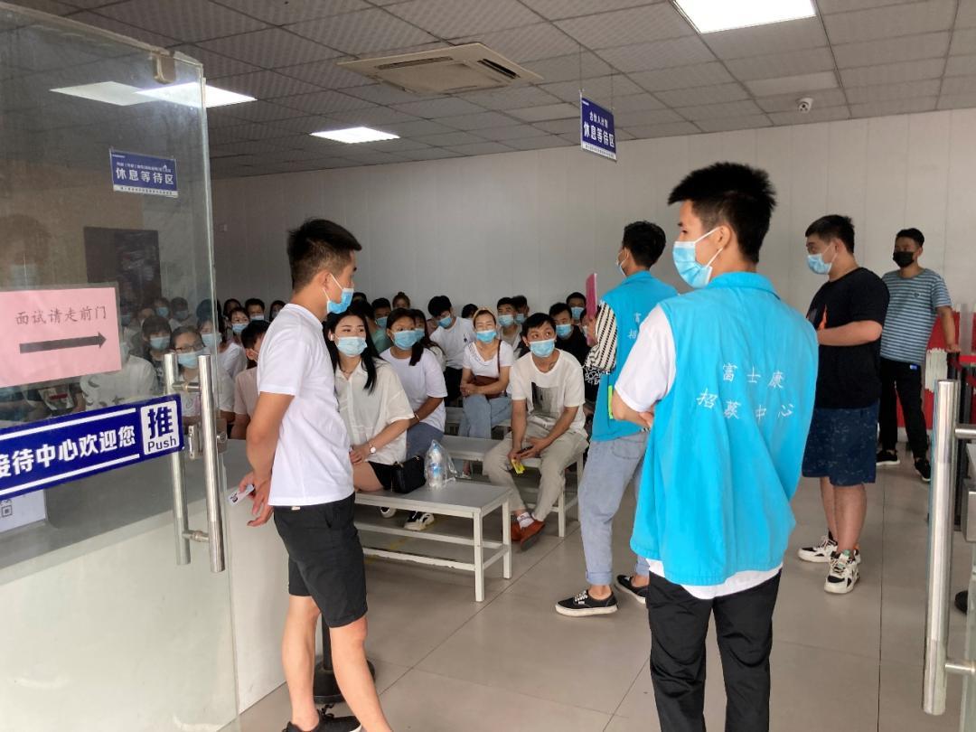 直击河南汛情 iPhone量产在即!郑州富士康一个3000人厂区持续停工,经开厂区已全部复工(多图)
