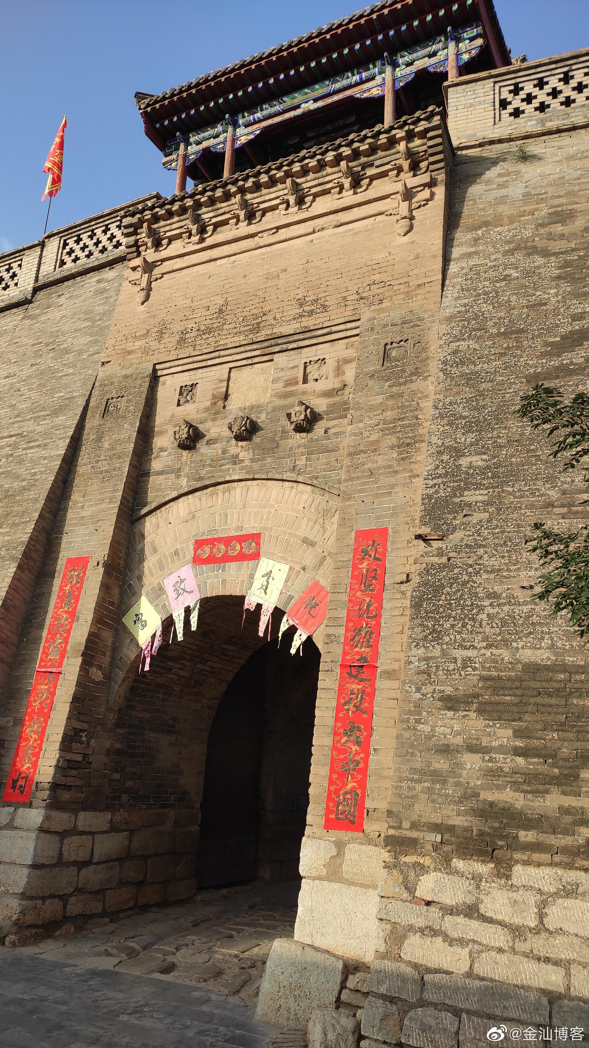 我昨晚住在豫州古城 一大早就走进了古城的民居