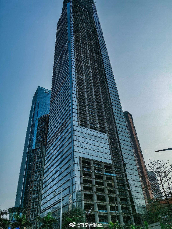 恒大国际中心和华润大厦A座幕墙安装最新进展。@NN一休哥