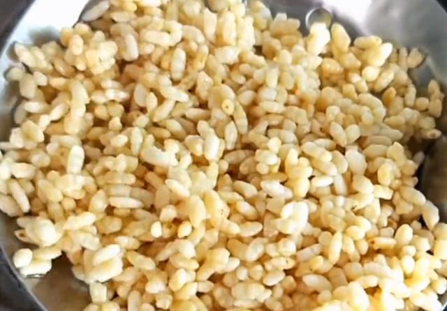特殊时期不能出去买零食,教你在家用大米做美味,香甜酥脆真及时