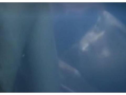 倩女幽魂经典片段,王祖贤为保护张国荣,将他藏在澡盆里
