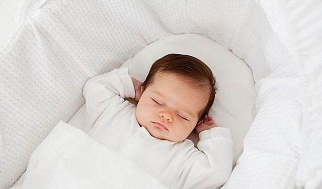 新生儿什么时候才会认识妈妈,3个月以后?比这个时间还要早很多