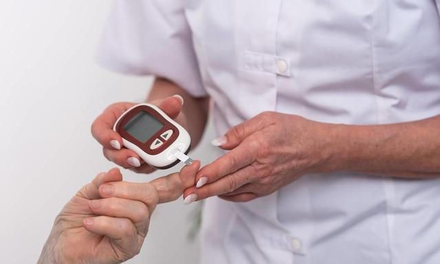 因为几种原因,糖尿病患者一旦感染新冠病毒就很危险