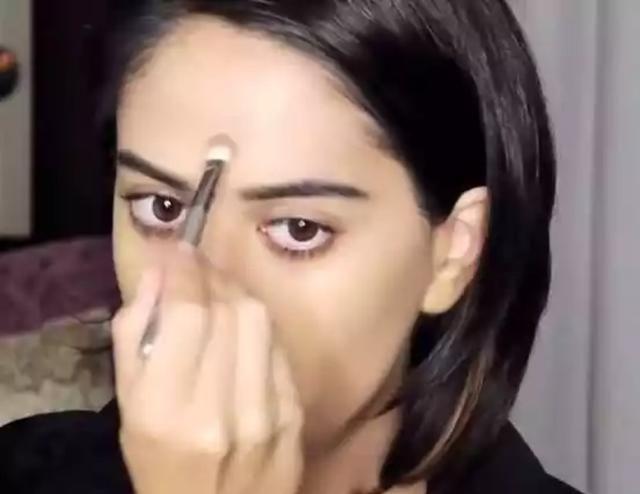 女子化妆成男生模样,看完过程,让人很意外
