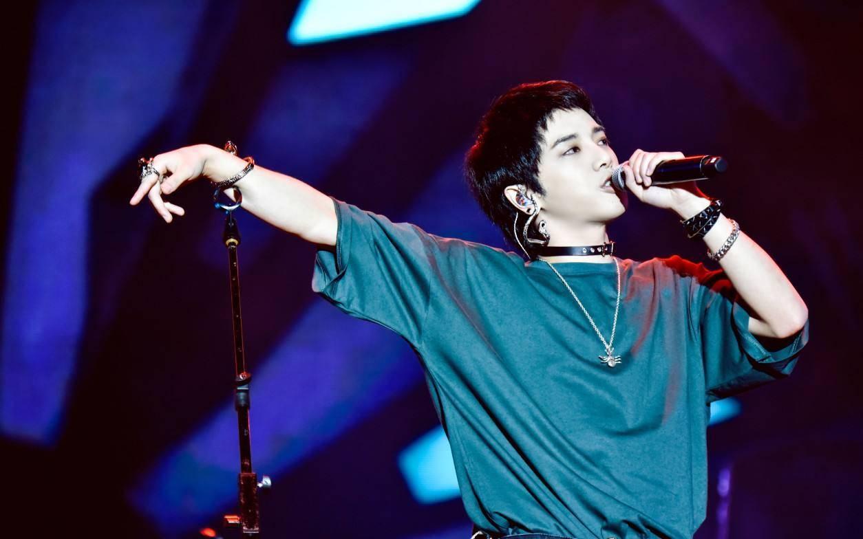 """华晨宇再陷争议,出道7年后,被称""""音乐才子""""的他开始水逆了?"""
