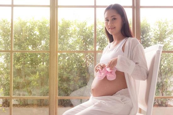 为什么孕妇喜欢挺着大肚子拍照?对宝宝有伤害吗?要注意什么?