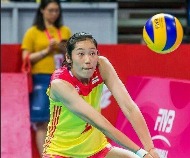 李盈莹要学习朱婷在世界大赛中发挥出色!球迷纷纷点赞!
