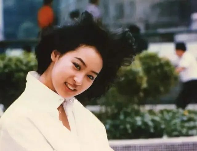 黎美娴:梁朝伟前女友、郭富城同学,息影20年,53岁仍气质出众