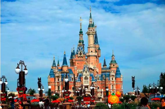 土豪的世界不懂,买走上海迪士尼价值180万元的水晶城堡,太霸气