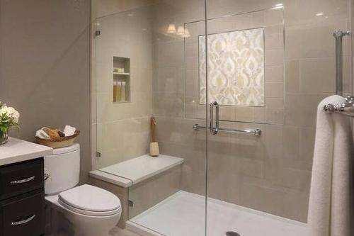 越来越多家庭淋浴房装上这种东西,后悔没早察觉,入住才知多实用