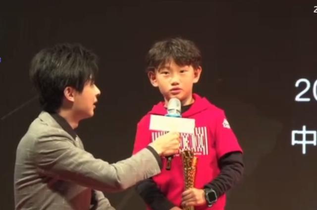 """8岁""""中国孙兴慜""""火了,6岁名震大连青训圈,曾一届比赛轰进33球"""