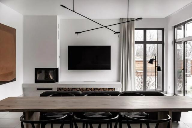 弟弟250㎡的三层别墅婚房,极简白+原木,越简洁,越有气质!