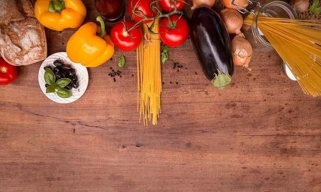 产后坐月子,产妇不能吃哪些食物?专家提醒四大食物不能碰!