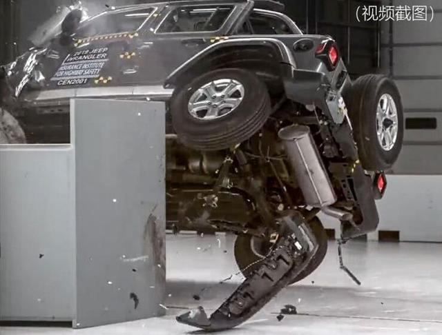 """在xp的安全评测中_碰撞测试""""翻车"""",如此安全性能的Jeep牧马人,还有人买单么 ..."""