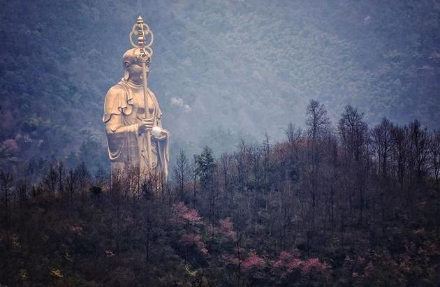 中国修建最高的地藏菩萨像,高99米耗资16亿,就在九华山