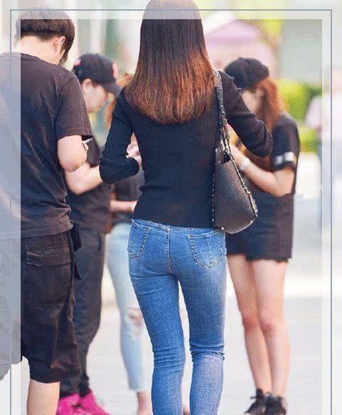 牛仔裤经典独特的紧身设计,显瘦又百搭,设计感十足