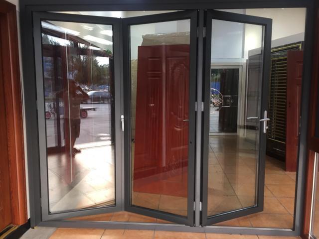 小户型别装平开门和推拉门了,以后潮流装这种门,既实用又不占地