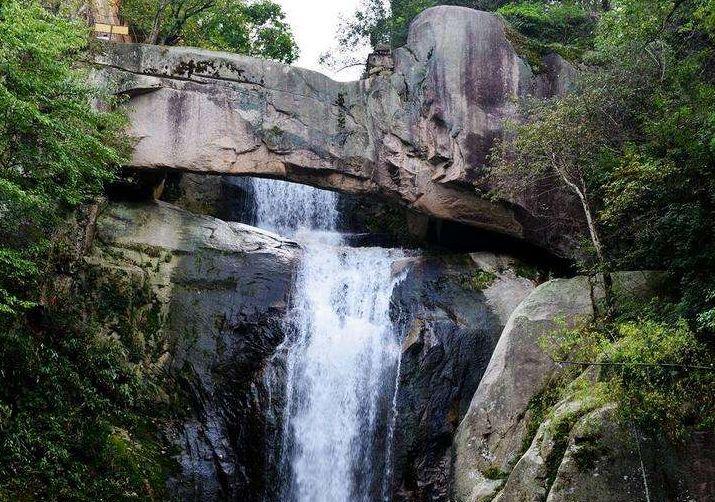浙江很独特的地质奇观,举世无双的石梁飞瀑,被徐霞客开篇称赞