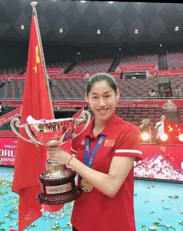 堪称人生赢家!女排福将国际冠军数和朱婷持平,跟着朱婷混冠军