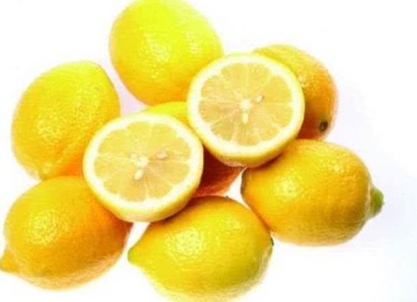 """湿气重的人有福了,多吃""""4种水果"""",排出湿气,大肚腩消失了!"""