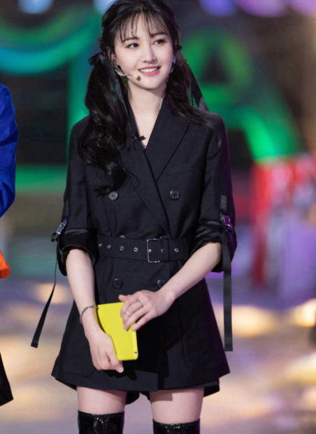 郑爽被浙江妇女儿童基金会表彰,她捐赠22.3万物资,捐赠证书曝光