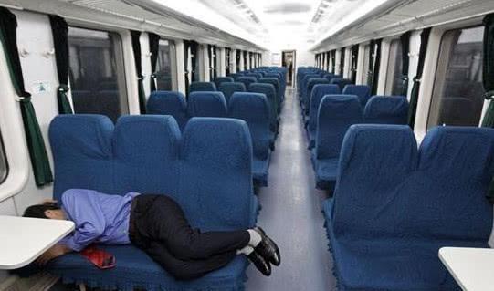 为什么买火车票时显示无座,车厢里却都是空位?看完恍然大悟