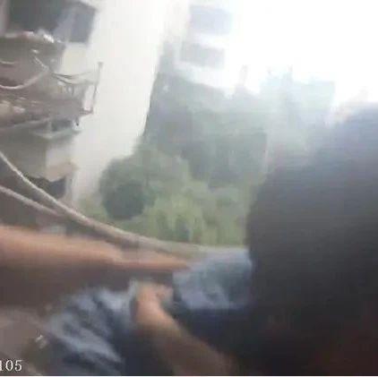 4岁男孩失足掉下阳台,民警徒手扳断金属置物架展开救援