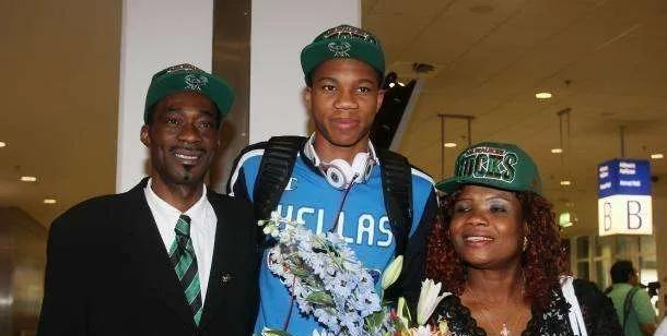 進NBA前窮到什麼程度?字母哥擺地攤養家,Butler被生母趕出門!-黑特籃球-NBA新聞影音圖片分享社區