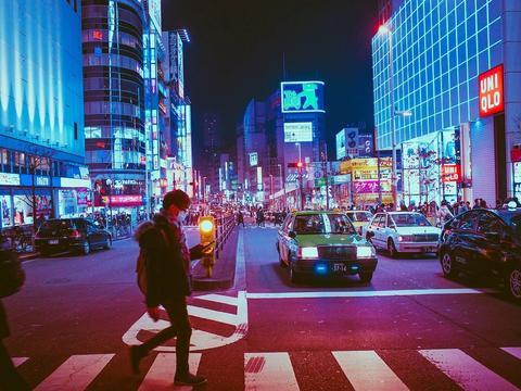 《【杏耀平台主管待遇】地摊经济火了,商铺要黄了?商业地产还有买的必要吗?》