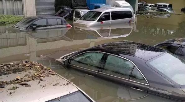 下雨天的开车技巧,老司机也要学