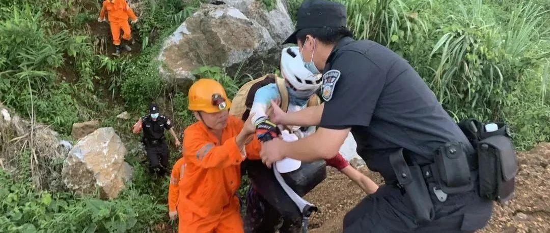 一骑行爱好者在大新强行通过塌方区被困,幸得民警紧急救援!