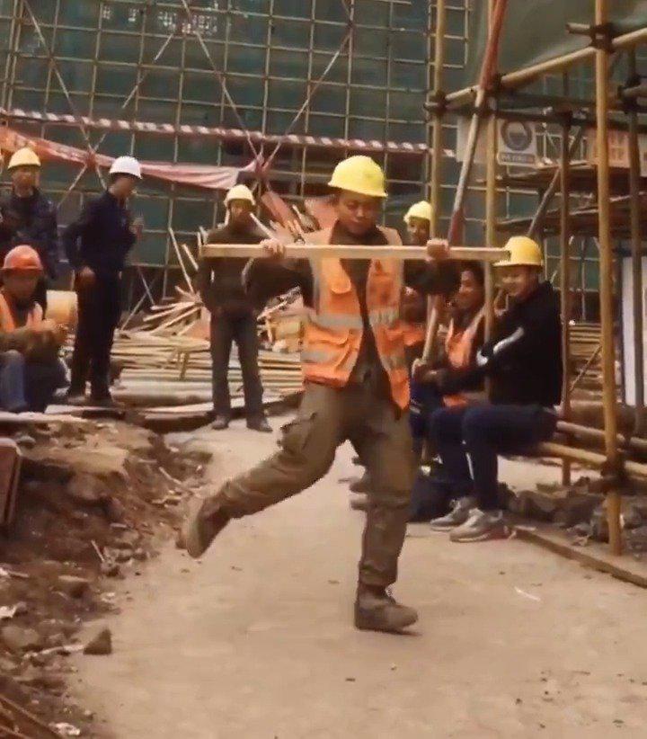 來自己湖北的建築工人.....很厲害!(video:Bill birtles)