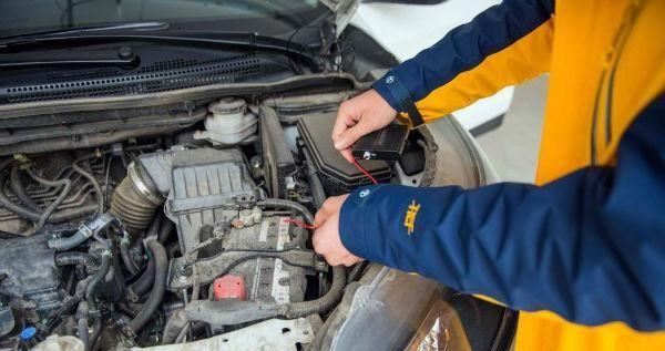 轿车电瓶电压多少正常?轿车电瓶电压多少伏