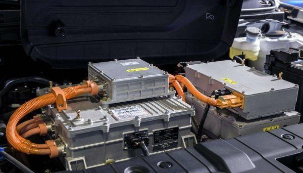 轿车电瓶电压多少正常?轿车电瓶电压是多少伏