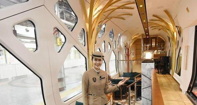 """世界上""""最贵""""的火车,票价高达60万,但游客必须穿正装!"""