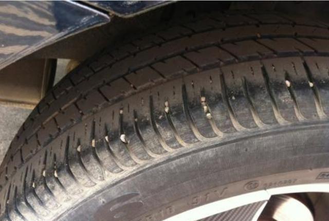 汽车轮胎多久可以换位?老司机:记住这个数