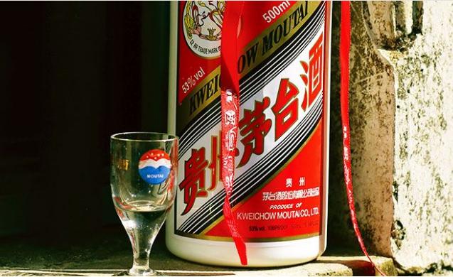 《【万和城在线平台】回顾茅台史上2次跌停,暴跌之下的白酒股何去何从?》