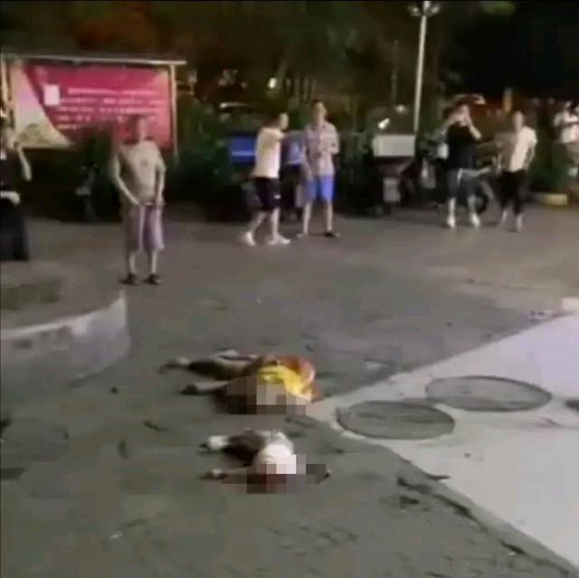 成都一小区母子跳楼坠亡 警方封锁现场已介入调查