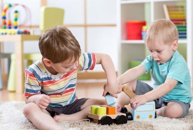 孩子习惯摔玩具怎么办?霍思燕育儿方式获赞:比讲道理管用!