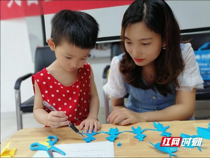 长沙芙蓉区人民新村社区新时代文明实践站: 亲子早教进社区,排队礼让从娃娃抓起